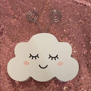 Standing cloud photo clip